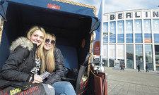 Sonnenschein: Am Wochenende nutzten die Besucher gern die vom ITB-Partnerland Mecklenburg-Vorpommern aufgestellten Strandkörbe.