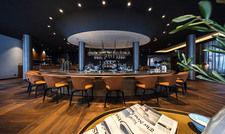 Inmitten der Lounge: Die Bar des Infinity Hotels Munich