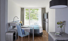 Im neuen Stil: Ein modernisiertes Apartment im Derag Livinghotel im Olympiapark in München