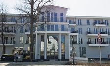 Großzügiges Gebäude: Das Aparthotel Müritzpalais bietet auf vier Ebenen insgesamt 85 Apartments. Zu jeder Wohnung gehört ein Balkon.