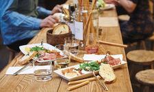 Mediterran: Kleiner Snack bei Oh Angie, dem Gastro-Konzept der Rewe-Gruppe