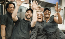 Bunt und vielfältig: Casualfood mit Marken wie Goodman & Filippo und Herrman's beschäftigt in Küche und Service ein internationales Team.