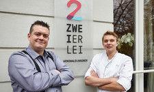 Die Gründer: Benjamin Arnswald (links) und Hagen Wagner vor ihrem Restaurant Zweierlei