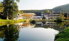 An einem See gelegen: Das Romantik Wellness-Hotel Deimann in Schmallenberg