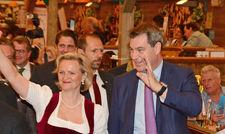 Einzug im Festzelt: (von links) Angela Inselkammer, Präsidenten des DEHOGA-Bayern und Markus Söder, Ministerpräsident in Bayern.