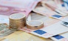 Ein Plus in der Tasche: Viele Angestellte bekommen rückwirkend zum 1. April eine Gehaltserhöhung