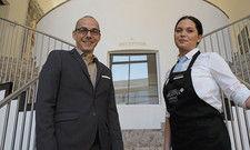 Weiß, wie er den Nachwuchs begeistern kann: Peter Leidig, Direktor im Arcotel Camino Stuttgart mit der Auszubildenden Anneta Mougtousidou.