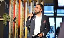 David Etmenan begrüßt seine Gäste beim Grand Opening des Niu Cobbles in Essen