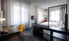Klare Linien kombiniert mit Brauntönen: Ein frisch renoviertes Zimmer im Pentahotel Braunschweig