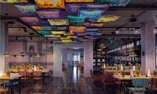 Industrieller Chic: Der Frühstücksraum im Meininger Hotel St. Petersburg