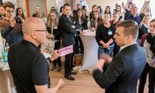 In Aktion: Markus Weidner (vorne links) mit Nachwuchsführungskräften beim Hotalents Kongress in Wiesloch