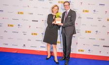 Freuen sich: Marion Stemmler und Sascha Dalig (beide Accorhotels) mit dem Green Franchise Award 2018