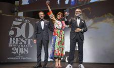 Bekommen ihren Award überreicht: Lara Gilmore und Massimo Bottura (rechts)
