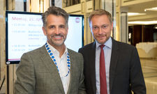 Lindner-Doppel in Berlin: Otto (links) und Christian Lindner beim IHA-Kongress in Berlin
