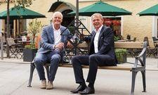 Freuen sich auf die Zusammenarbeit: Hotelier Jost Deitmar (links) und Romantik-Vorstand Thomas Edelkamp