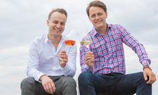 Sekt her! Steve Pietschmann (links) und Nico Böttcher haben sich dem deutschen Sekt verschrieben