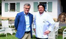 Neu bei Romantik: Gastgeber und Sternekoch Alexander Dressel (rechts) und Geschäftsführer Dr. Thomas Dürbeck mit dem Hotel Bayrisches Haus in Potsdam