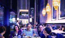 So sollen Gäste künftig zu Abend essen: Das Restaurant im Hyatt Regency Budapest setzt für Wohlfühlatmosphäre auf ein stilvolles Interieur