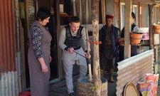 Andere Aufgaben: Die Deutschen Edith und Josef stellen in Nepal selbst Butter her
