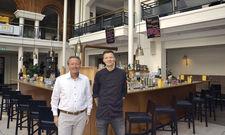 Gehen neue Wege: Direktor Markus Schiller (links) und Küchenchef Phillip Sönnichsen wollen künftig auch andere Hotels mit Fachkräften versorgen.