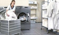 In eigener Regie: Manche Hotels waschen lieber selbst, hier mit Maschinen von Miele Professional.