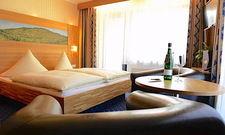 Spielt auch auf den Zimmern eine Rolle: Das Thema Wein zieht sich durch das Hotel Mosel-Rebenhof