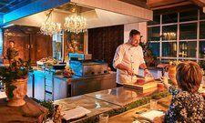 Hier steht bald die Köche-Nationalmannschaft: Küchenchef des Bleiche Resort & Spa, René Schreiber, überlässt ihr seine Küche für Trainingszwecke