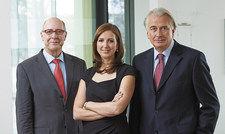 Tritt an die Stelle des Vaters: Petra Bierwirth-Schaal mit Peter Bierwirth (links) und Klaus Kluth.