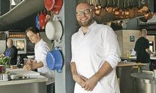 Seine Küche versteckt nichts: Thomas Imbusch in seinem Restaurant 100/200 Kitchen