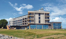Neuzugang bei den Urlaubshotels: Das Arborea Marina Resort Neustadt liegt auf dem Gelände des größten privaten Yachthafens Deutschlands.