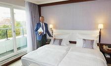 Liebe zum Detail: Eugen Block hat die neuen Betten auch selbst getestet.