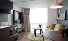Mit voll ausgestatteter Küche: Der separate Wohnbereich eines Apartments