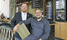 Stehen für entspanntes Flair: Maximilian Wilm (links) und Kirill Kinfelt
