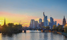 Prägnante Skyline: Neue Hochhausprojekte treffen in Frankfurts Zentrum auf die zum Teil historisch anmutende Neue Altstadt
