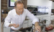 Am Herd: Sternekoch Dieter Müller berät The Ritz-Carlton