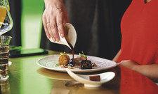 Genuss: Beim Brinner werden im Restaurant Skykitchen Fleischgerichte serviert.