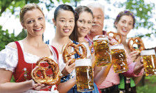 Oktoberfest als Tourismusmagnet: Zur Wiesn-Zeit treffen in München Besucher aus aller Welt auf die Alteingesessenen