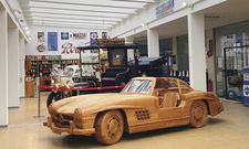 Nostalgie-Charme: In der Eventhalle der ans Hotel angrenzenden Motorworld stehen Oldtimer