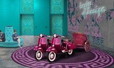Vespas mit Kampfwagen: Launige Installation in der Lobby des Nhow Rome