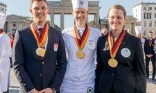 Teamwettbewerb-Sieger 2017: (von links) Die Goldmedaillen-Gewinner Maximilian Gallasch, Julia Tischer, Annemarie Gerhardt aus Baden-Württemberg
