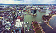 Blick auf den Medienhafen: Die Hotellerie in der nordrhein-westfälischen Landeshauptstadt kämpft trotz mehr Touristen mit schwächeren Zahlen