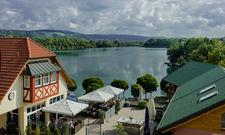 Ändert Konzept: Das Dorf am See - Seehotel Niedernberg baut den Wellnessbereich aus. Hinzukommen soll ein Whirlpool mit Blick auf den See