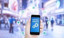 Sie beeinflussen: Influencer, die ihre Meinung auf Blogs und in sozialen Netzwerken posten