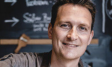 Stullenmacher: Sven Pietschmann lässt sich bei der Zubereitung über die Schulter schauen