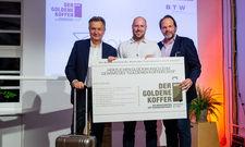 Preisübergabe: (von links) Michael Frenzel, Präsident BTW mit Gewinner Robert Anders von Comtravo und Jan-Oliver Nannen, Geschäftsführer von Travelite