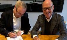 Besiegeln den Baustart: Lanserhof-Chef Christian Harisch (rechts) mit Hermann Höft von Höft Bau Sylt