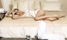 Anstößig oder nicht? Wer als Hotelier mit solch einem Foto für bequeme Betten wirbt, könnte es mit dem Werberat zu tun bekommen.