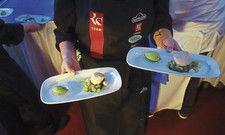 Eines der vielen kulinarischen Glanzlichter des Abends: Jakobsmuschel, Petersilie, Kiwi, Chili. Zubereitet von Tobias Eisele, Restaurant Das Maximilians, Oberstdorf