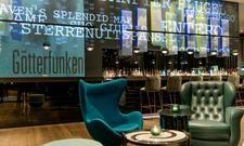 Bonn-Kolorit: Beethoven zieht sich durchs ganze Haus, dennoch darf der Eggchair nicht fehlen