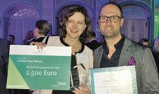 Ausgezeichnet: Für das FHA-Konzept nahmen Jutta Sackbrook vom Lindner Congress Hotel Frankfurt und Christian Henzler vom Moxy Frankfurt East den Hospitality HR-Award entgegen.